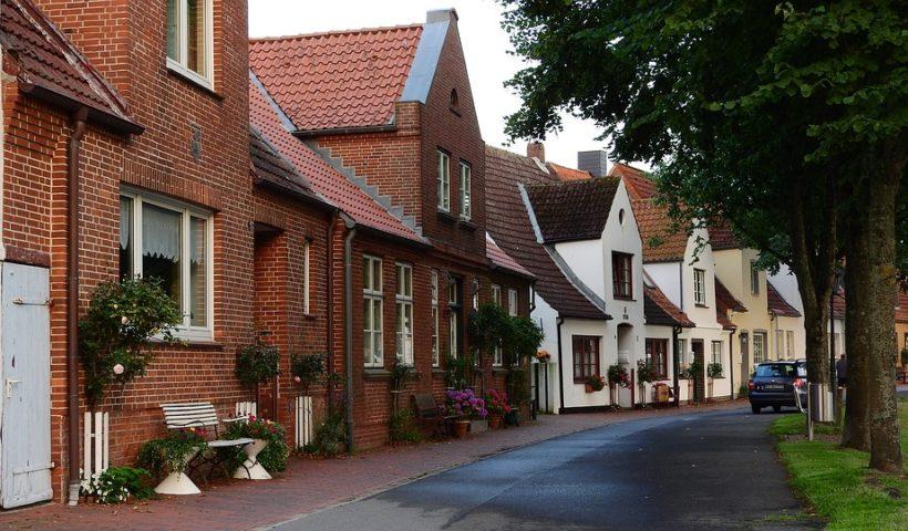 Une rue de maison en brique