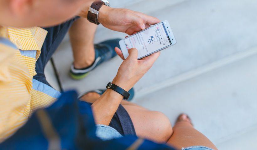 Un utilisateur ravi d'une connexion à haut débit