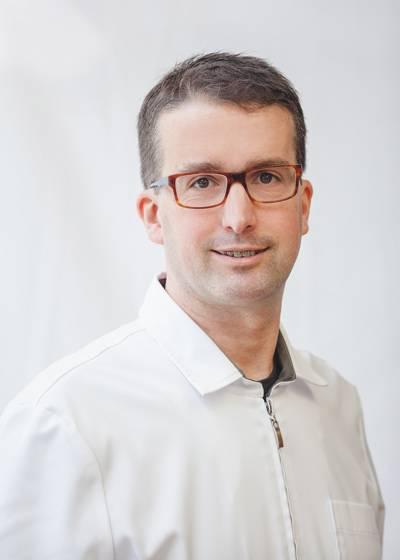 Dr David Coté  a obtenu son Doctorat en Médicine Dentaire (D.M.D.)